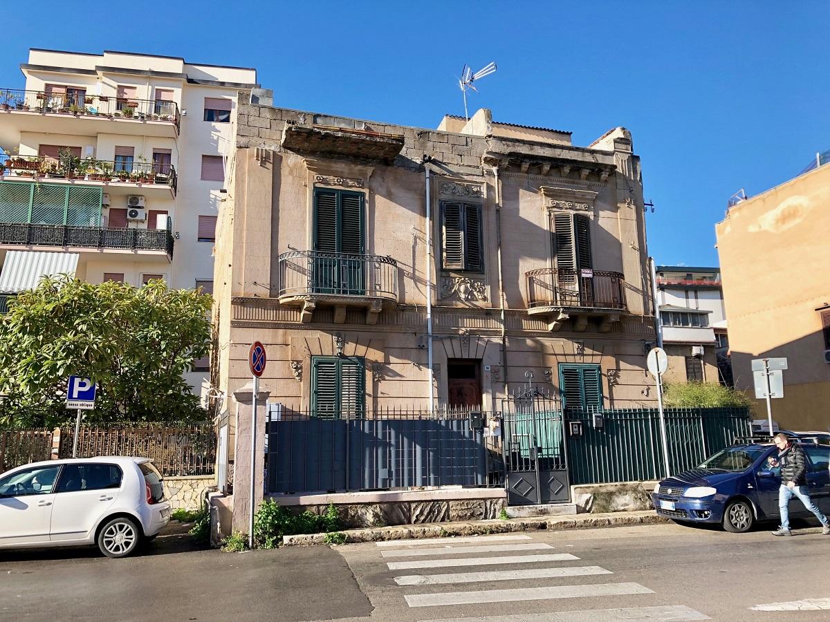 Appartamento in affitto in via principe di palagonia 14 for Affitto arredato palermo