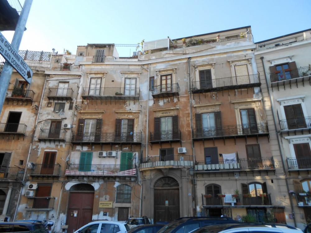 Appartamento in vendita in via san sebastiano 18 palermo for Appartamento centro storico palermo