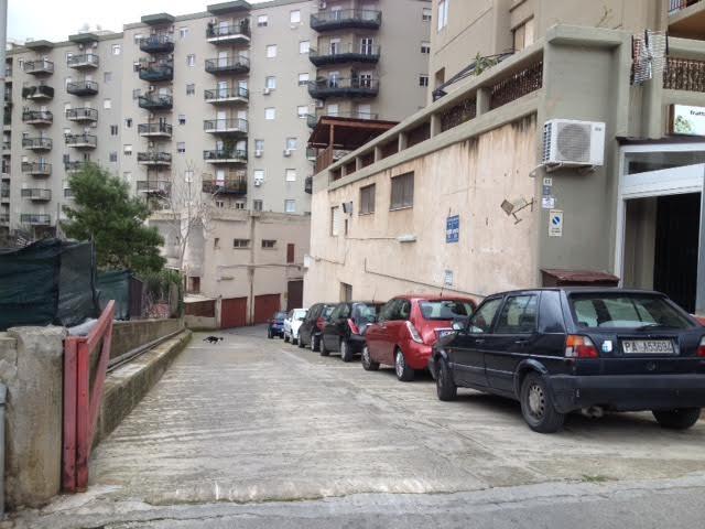 Magazzino deposito in affitto in via andrea cirrincione 63 for Piani di garage con deposito rv