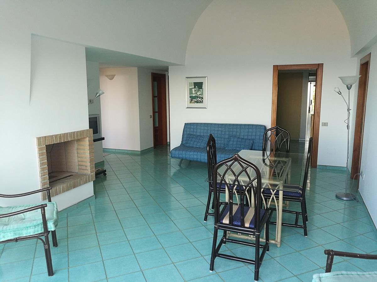 Appartamento in affitto in via margherito da brindisi 55 for Case in affitto a brindisi arredate