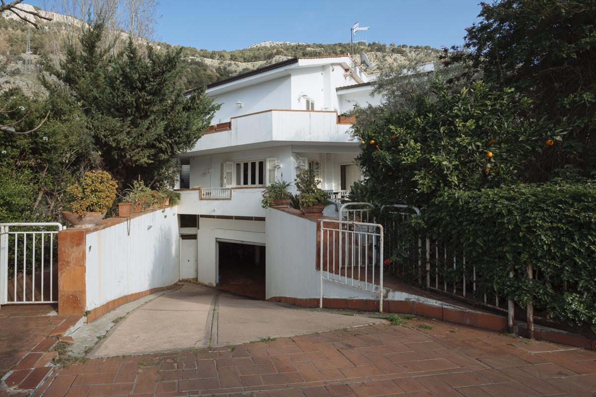 Villa bifamiliare in vendita in via sebastiano bosio 3 for Case arredate in affitto a palermo