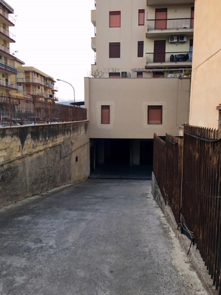 Box garage in vendita in via emiro giafar 67 palermo for Case arredate in affitto a palermo