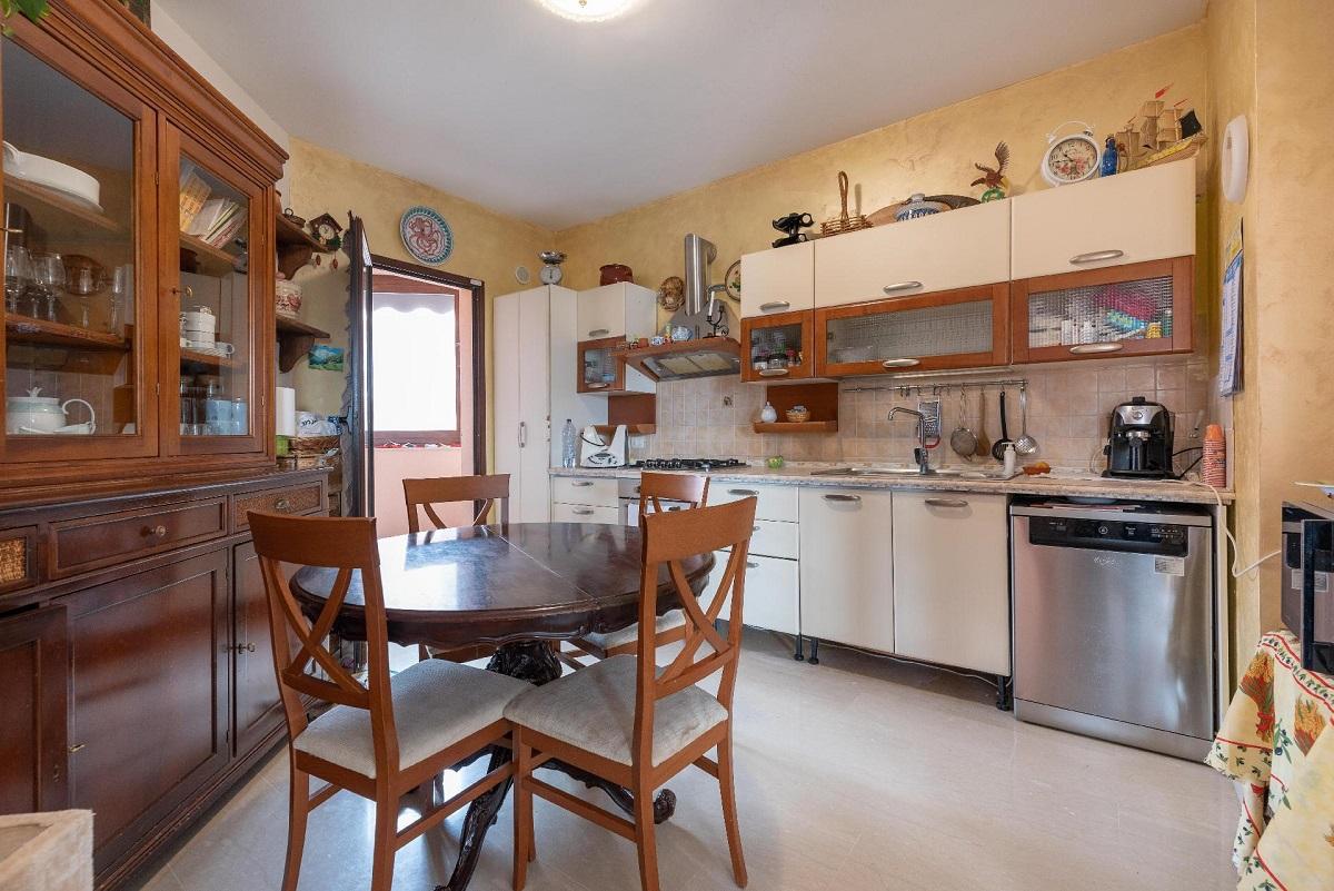 Appartamento in vendita in via roccazzo 94 palermo for Appartamenti in vendita a palermo
