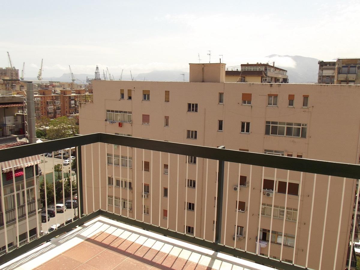 Appartamento in vendita in via monte pellegrino 179 for Appartamenti in vendita a palermo